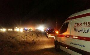 حضور اورژانس کاشان در حادثه تصادف اتوبوس با تانکر حامل گازوئیل