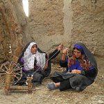 زنان گیوهچین نشلجی در حال نخریسی