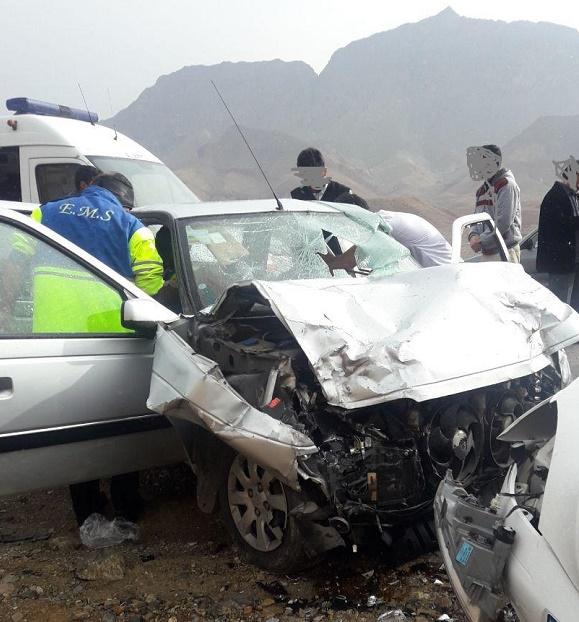 تصادف در جاده برزک کاشان با ۳ کشته و ۶ زخمی