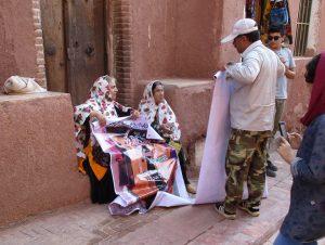 زنان محلی در روستای ابیانه