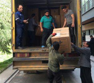 بارگیری هدایای محب برای سیلزدگان