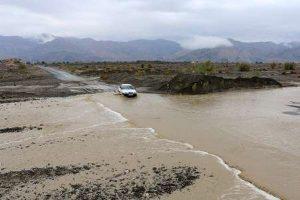 خسارت سیل به زمینهای کشاورزی و راههای کاشان
