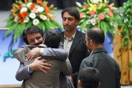 علیرضا افتخاری در آغوش محمود احمدینژاد1
