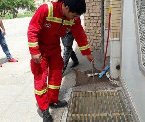 رهاسازی مار در منزل در اردیبهشتماه توسط آتشنشانان کاشان