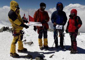 صعود تیم مستقل هیئت کوهنوردی کاشان به قله لنین
