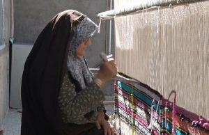 پلاسبافی در روستای محمدآباد کویر آران و بیدگل