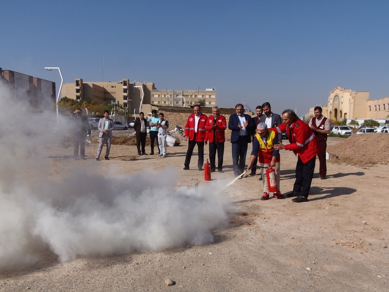 خاموش کردن آتش توسط محمد طاها زارع کودک سرطانی