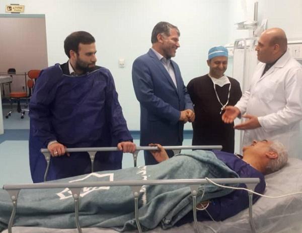 عیادت ساداتینژاد از صالحنیا در بیمارستان یثربی