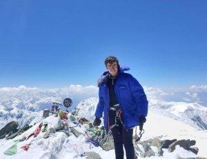 محمدمعین عباسی بر فراز قله ۷۱۲۴ متری لنین