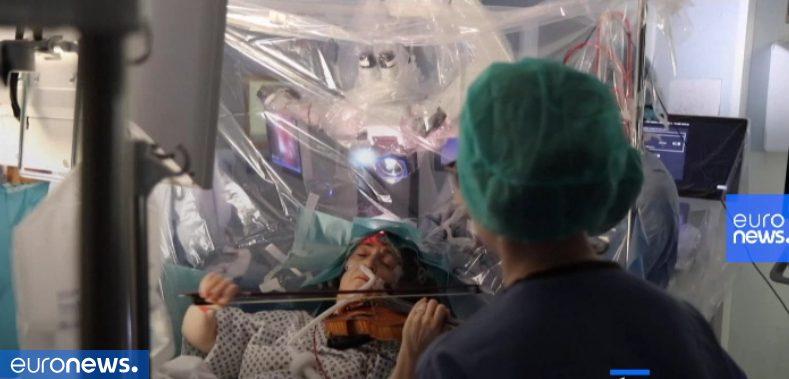 ویلوننوازی بیمار حین جراحی