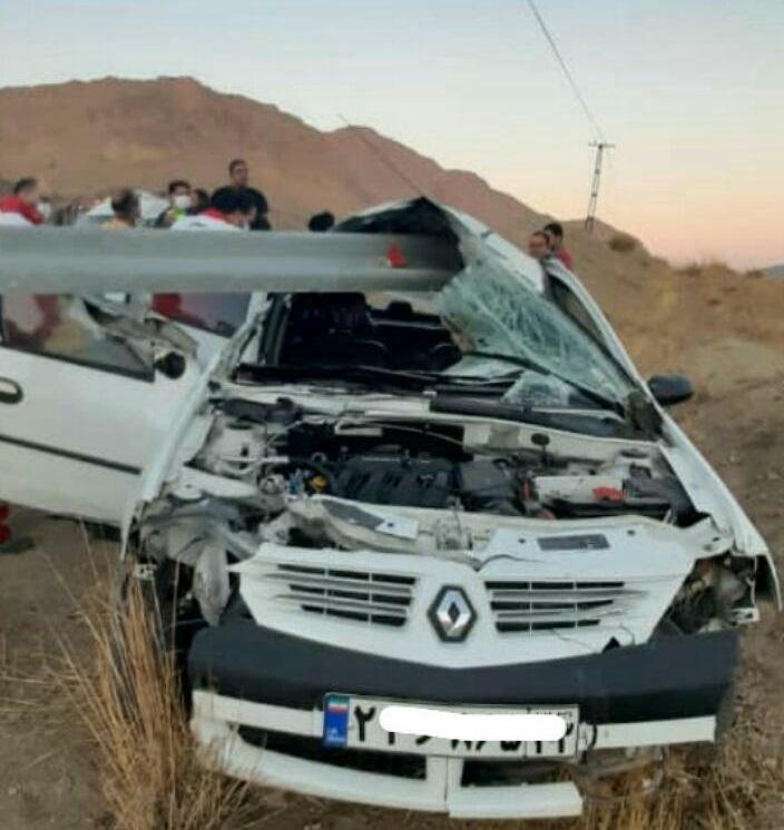 تصادف خودرو ال۹۰ با گاردریل
