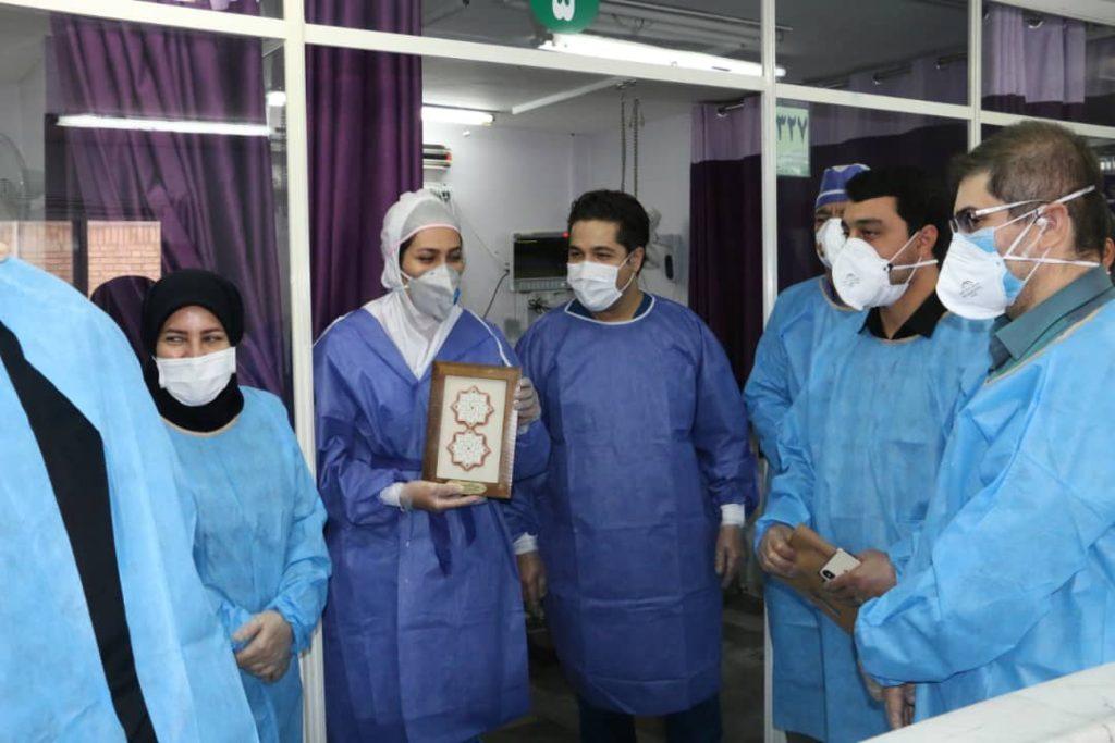 قدردانی از کادر درمان توسط نماینده منطقه