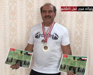 طلای پیشکسوتان وزنهبرداری ترکیه بر گردن وزنهبردار کاشانی