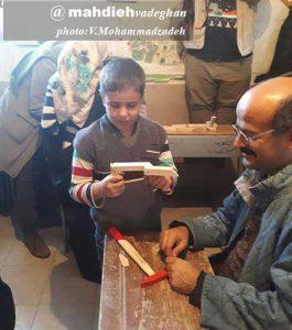 اسباببازی توسط کودک وادقانی با کمک گروه چکش سبز